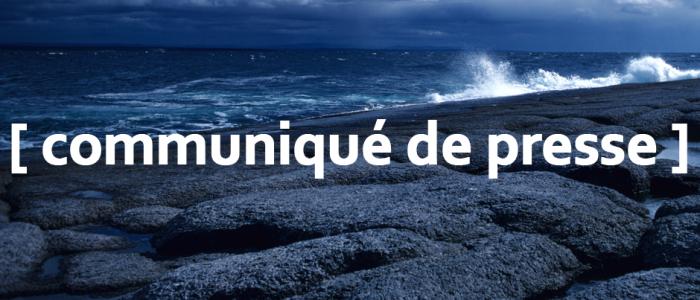 Image of a rocky coast with the text communique de presse