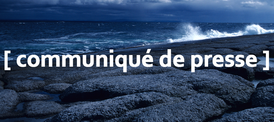 Image of a rocky coast with the text communique de presse