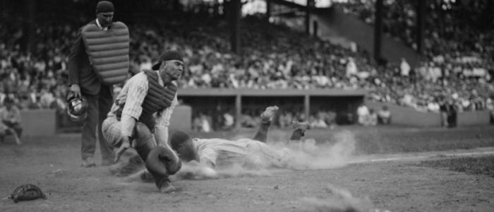 image of Lou Gehrig playing baseball